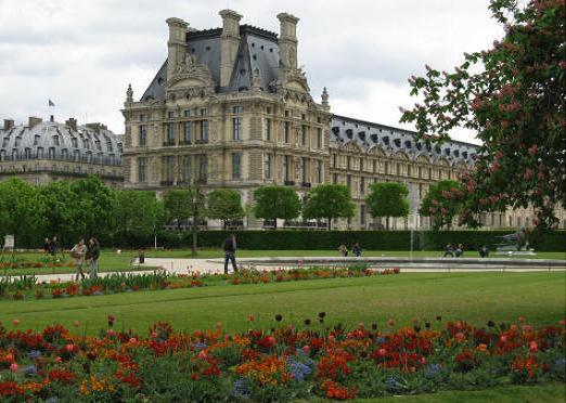 متحف اللوفر في باريس Louver.M.1
