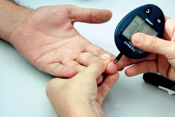 جهاز جديد يراقب السكر الدم