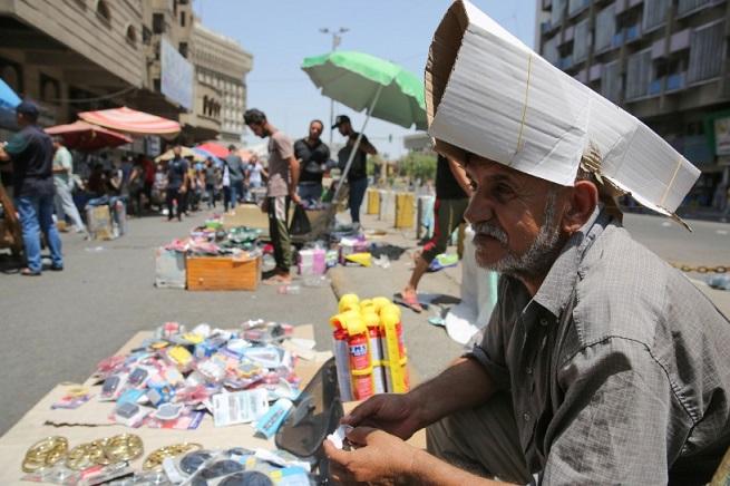 الگاردينيا - مجلة ثقافية عامة - بالصور / حر الصيف يضيق على سكان بغداد ويدفعهم إلى اللجوء للمسابح